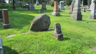 Beddoe grave, Beechwood Cemetery